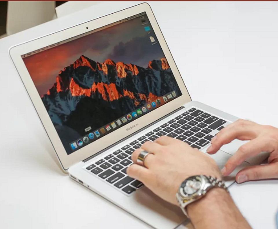 MacBook (2017) - Apple